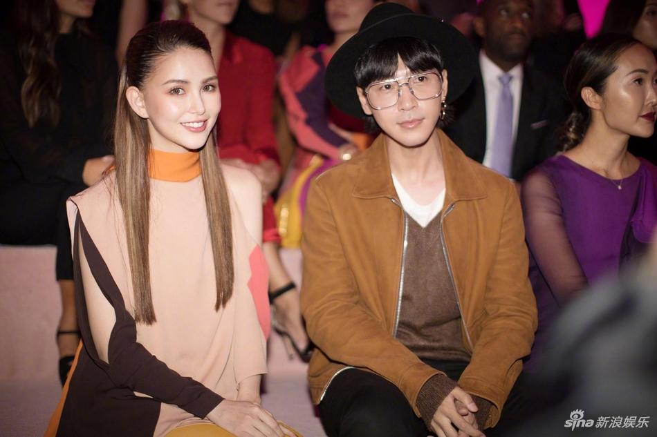 昆凌和周杰伦纽约好幸福 参加时装周造型时尚