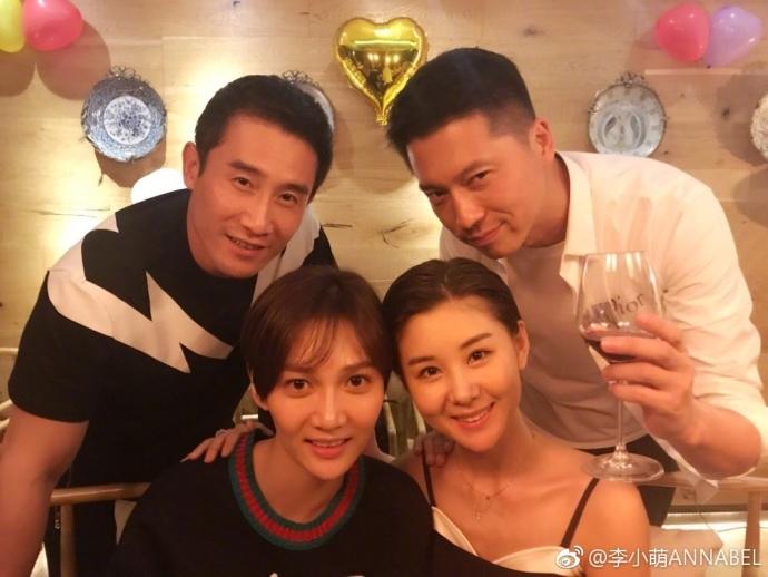 李小萌生日办派对与王雷抱儿子甜笑超有爱