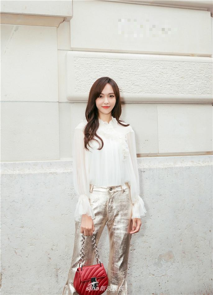 组图:唐嫣三大国际时装周忙不停 复古装扮亮相巴黎干练有型