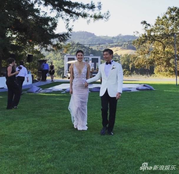 组图:黎明前妻乐基儿首晒婚纱照:嫁给他是福气 - 青岛