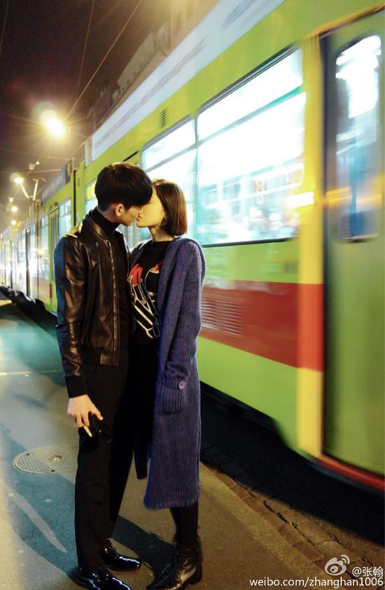 公开恋爱后的首张合影!关晓彤娇羞躲鹿晗怀 张翰娜扎大方接吻