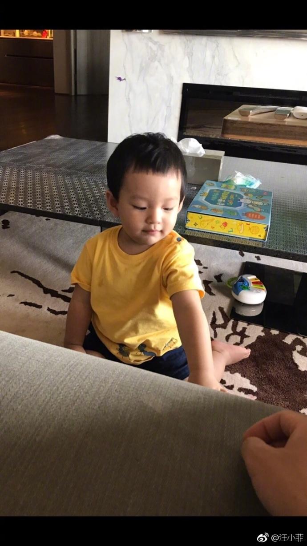 组图:汪小菲罕见晒儿子照片 称赞儿子长得帅像自己