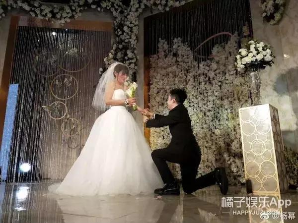 杨幂参加经纪人婚礼 原来她们已同舟共济15年