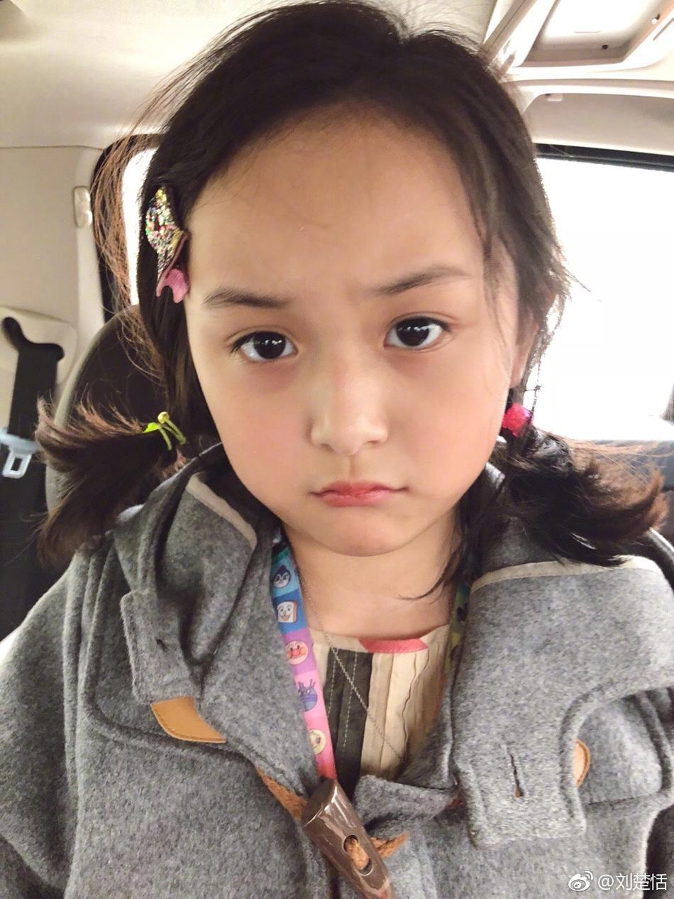 8岁小芈月刘楚恬晒自拍 嘟嘴卖萌可爱十足