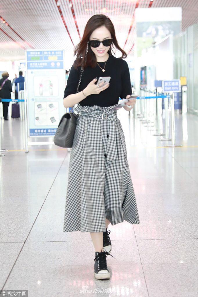 组图:马蓉格子裙秀