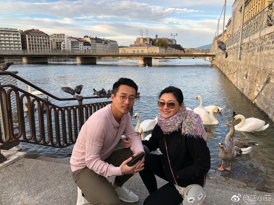 汪小菲与老婆度假感