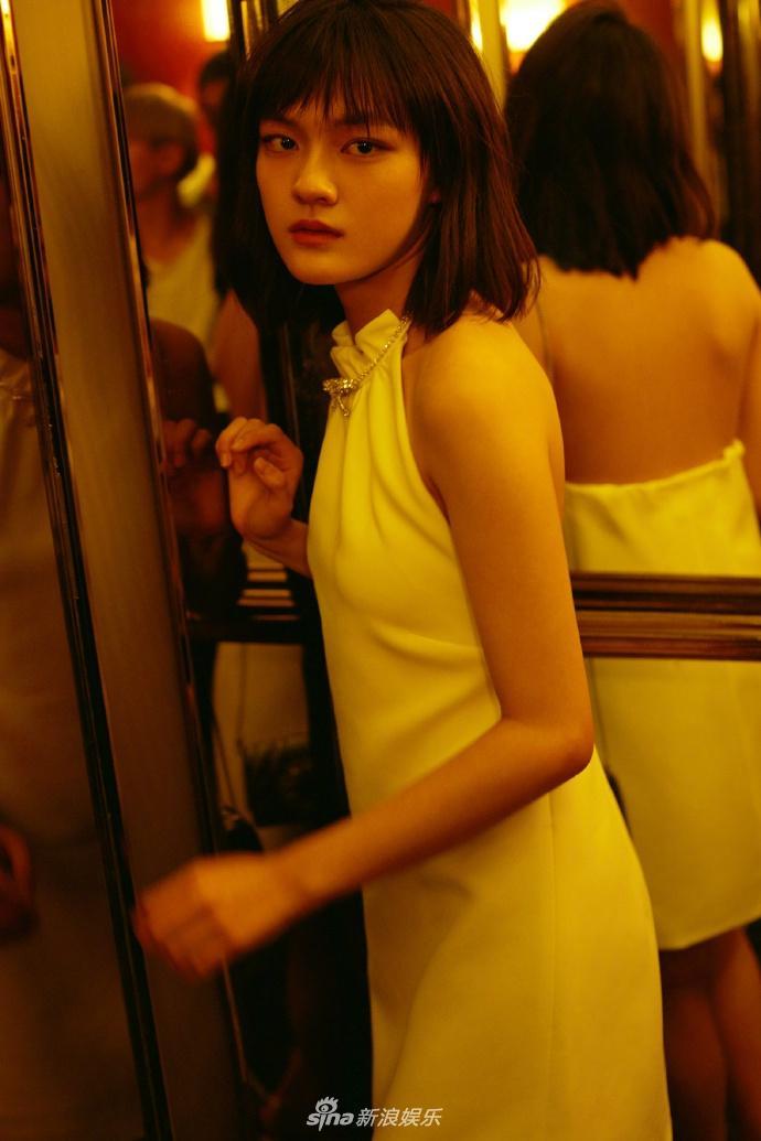 文淇穿露背小白裙似气质野猫海滩独特演绎复性感性感+3玩怎么图片