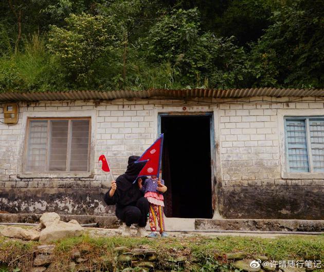 许晴和尼泊尔小女孩