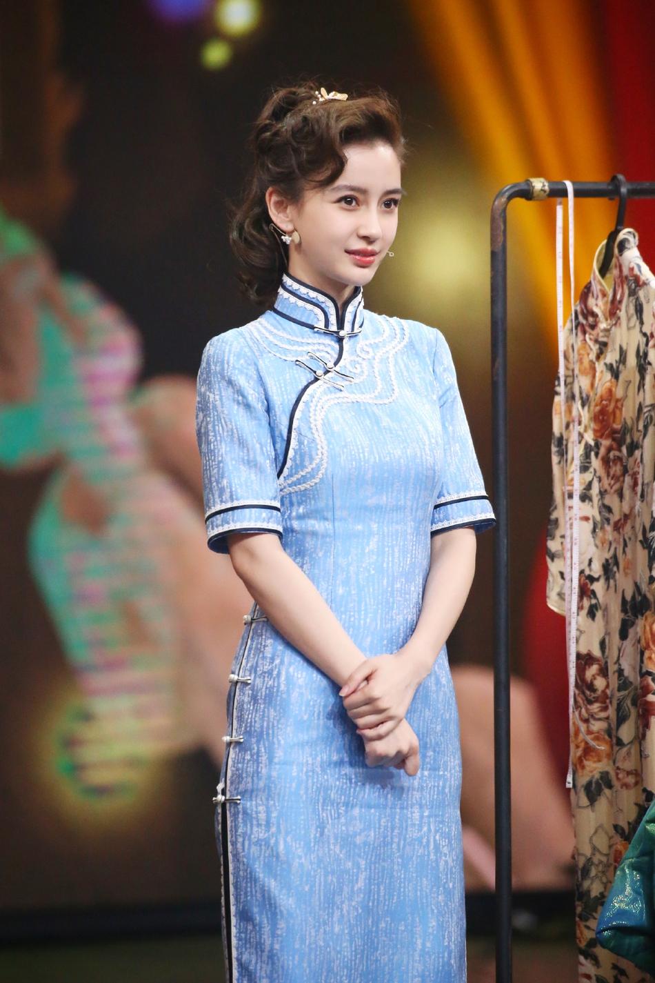 "Angelababy15岁手写自我介绍曝光 择偶条件要""比她高"""