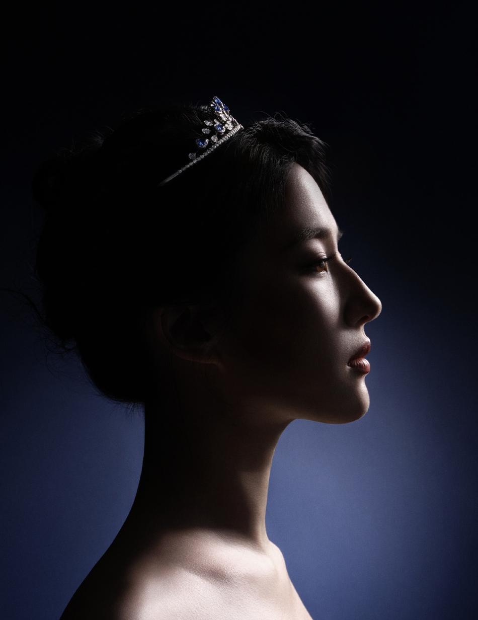 刘亦菲穿抹胸裙秀身