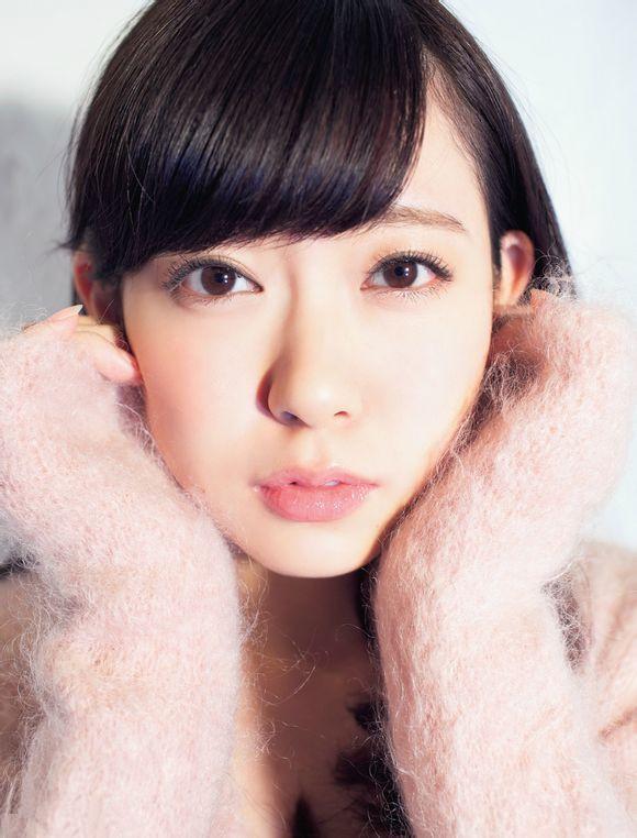 日本美女团脱衣露可爱内衣