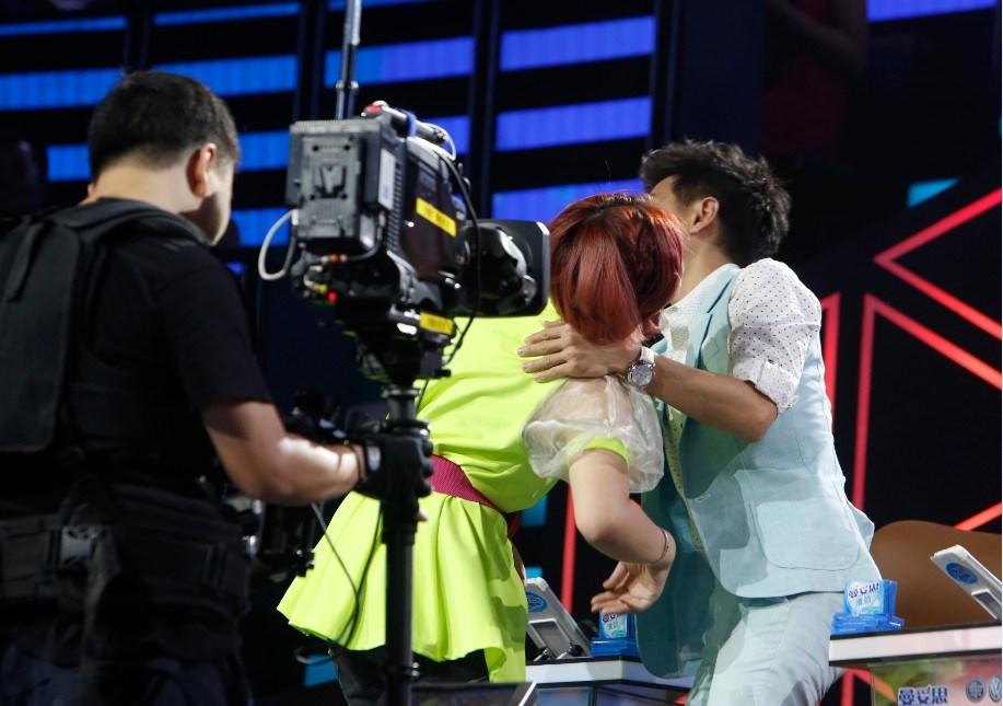 林志颖遭女选手强吻 李咏:新婚要出问题了 青