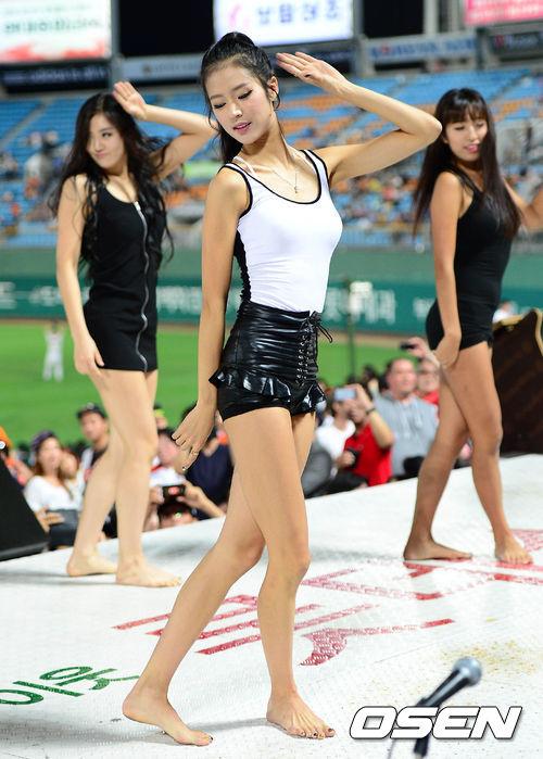 高清:韩国职棒啦啦队性感热舞 美女热裤齐臀