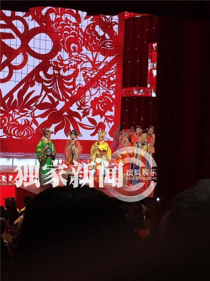 春晚首次带观众彩排照 主持人福禄寿造型亮相 - 青岛