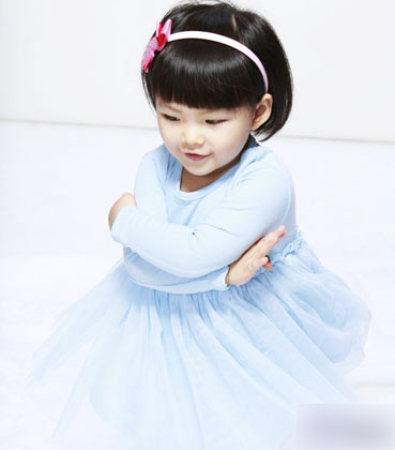 曝郑佩佩28岁帅儿子照片 盘点明星子女(组图) - 青岛