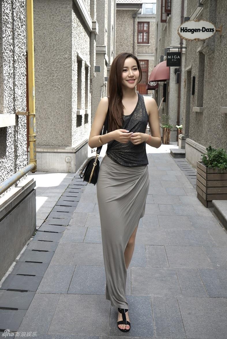 大秀s曲线身材 自在舒适的感觉给人氧气美女般的清新