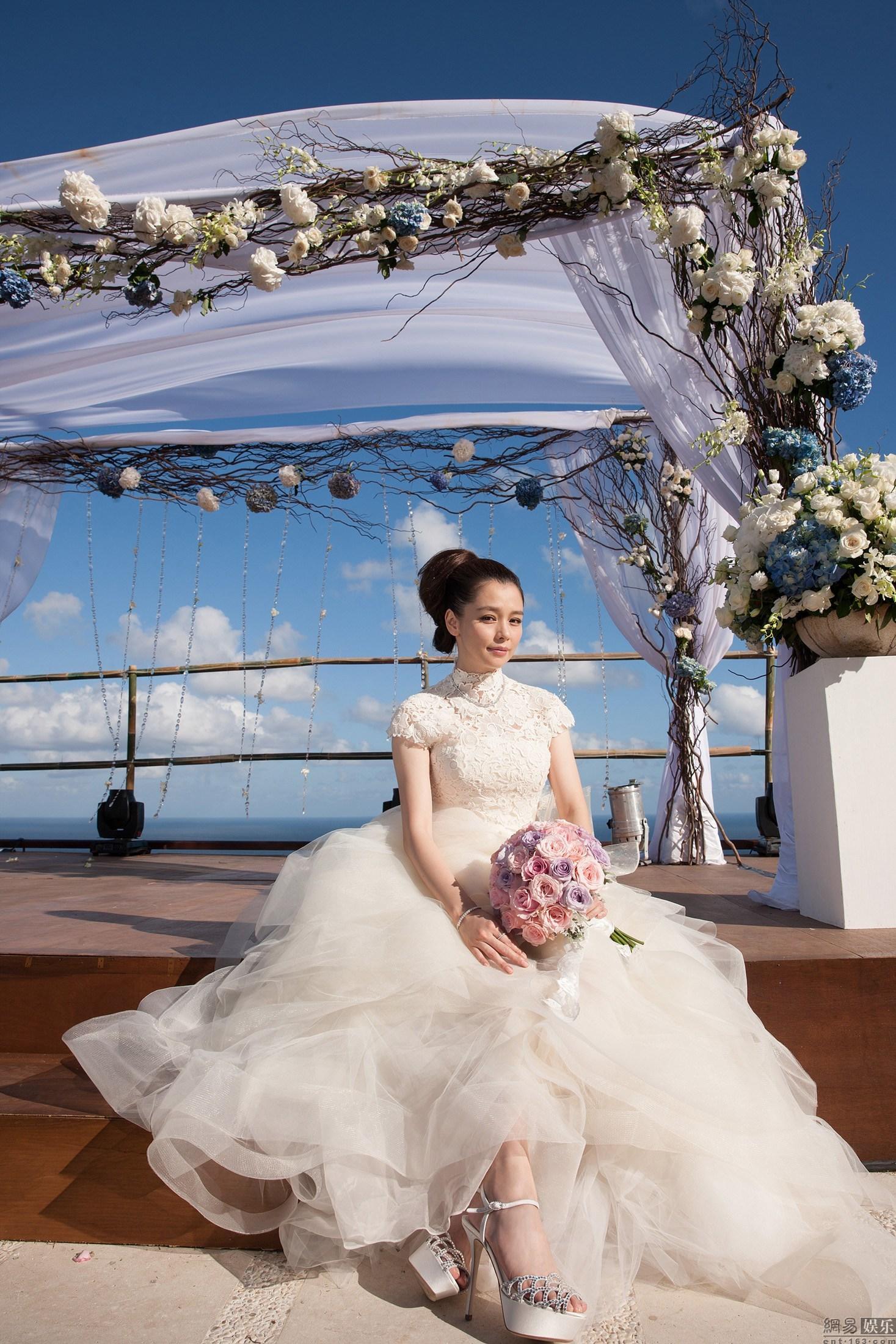 徐若瑄巴厘岛举行婚礼 林心如当伴娘甜美合影