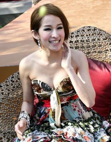 台湾超级模特儿林志玲凭借她的34c上围迅速上位