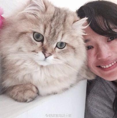 舒淇素颜合影爱猫 发福遭吐槽撞脸林依晨(图)
