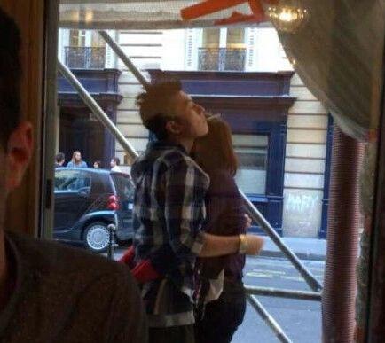 陈冠希与女友在巴黎的恩爱模样