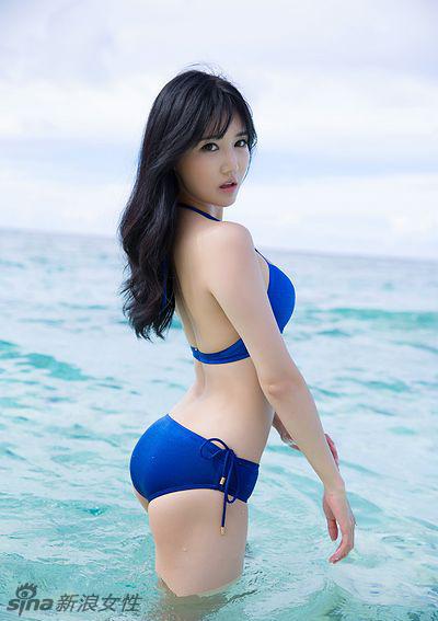 韩国最美车模韩佳恩海滩大片