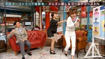 大岛优子(中)被铃木奈奈(右)爆性欲强,害羞捶打铃木奈奈