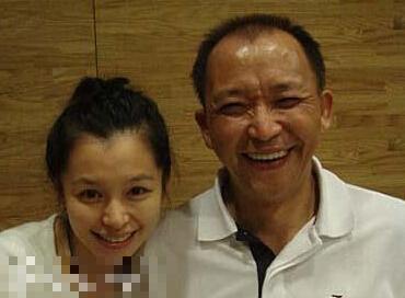 再來看看徐若瑄和爸爸很像吧?