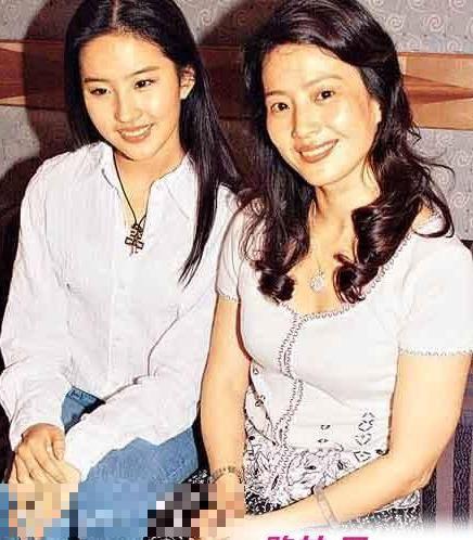 劉亦菲和媽媽美母女倆