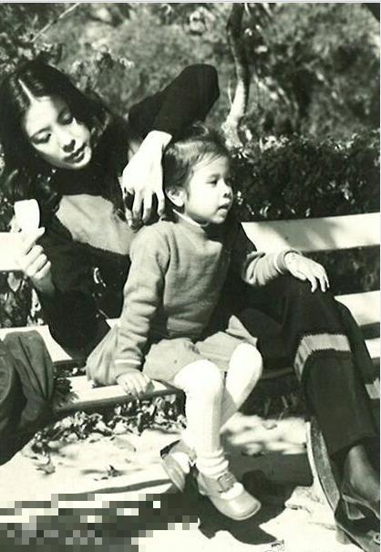 莫文蔚的媽媽舊照被讚女神