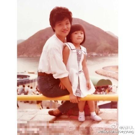容祖兒曬小時候與媽媽合照