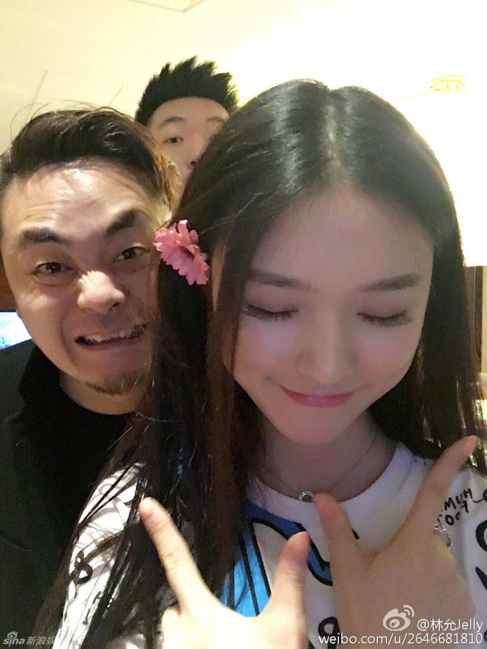 组图:林允与冯绍峰恋情曝光图片