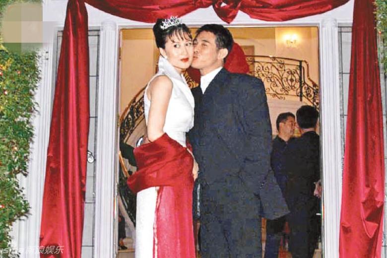 李连杰54岁妻利智容颜衰老 但36F美胸仍坚挺