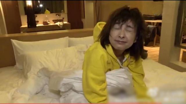 吴昕晒刚起床素颜照 睡眼惺忪撞脸李维嘉(图)
