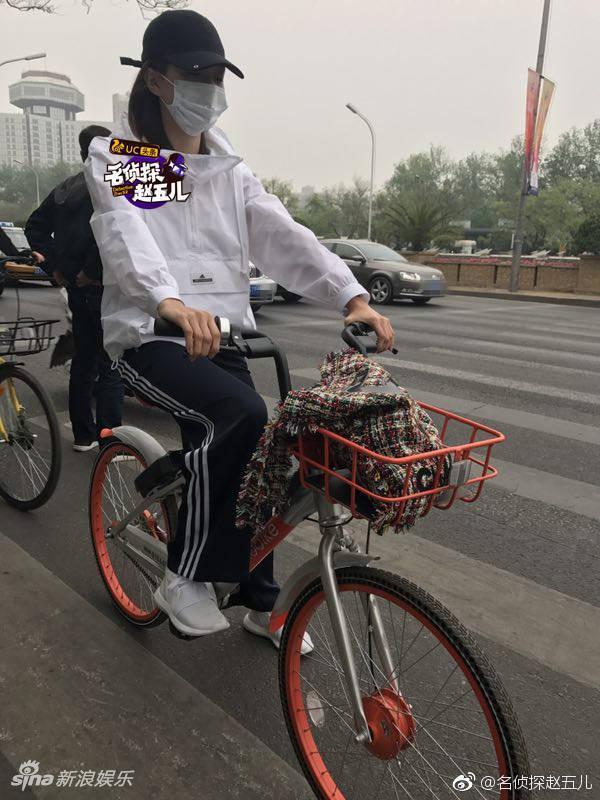 江疏影全副武装骑单车竟能被认出 - 青岛